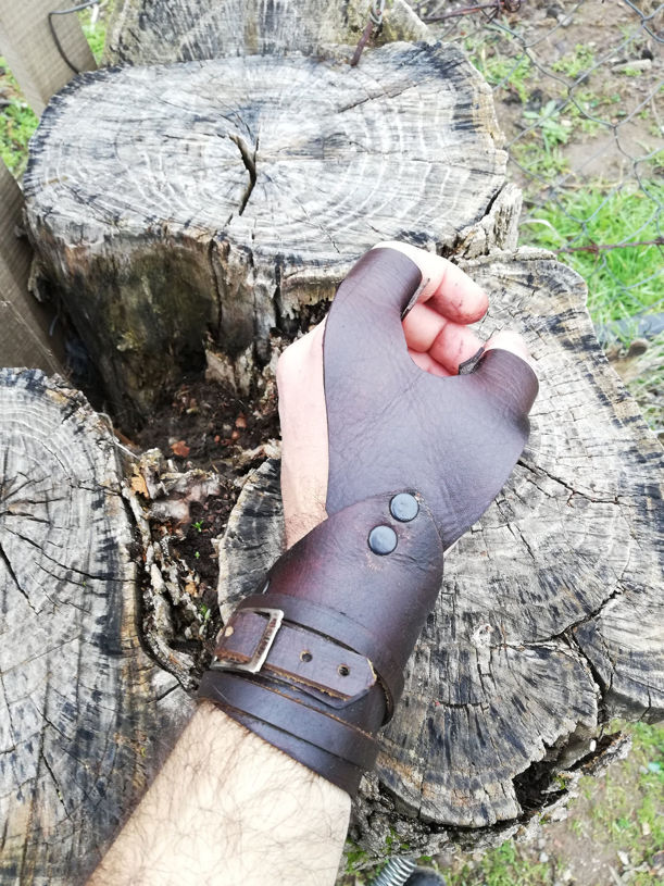 Resim Archery finger guard & hand guard Medieval Traditional Hunting Leather Archery Glove FingerGuard for Target Archery