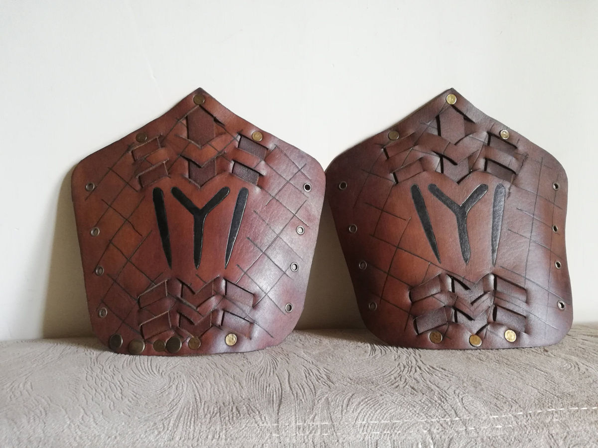 Two Ertugrul Archery Armguard Set Medieval Traditional Hunting Leather Bracers Armor Full Armguard with Archery Glove Finger Guard. ürün görseli